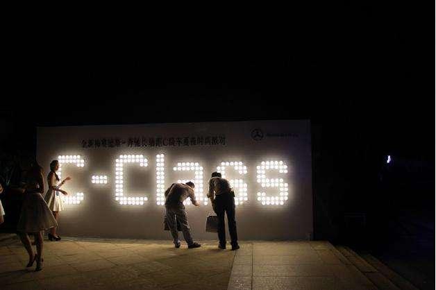 创意活动策划签到方式之拧灯泡签