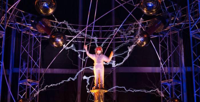 广州活动策划公司:炫丽的人造闪电秀表