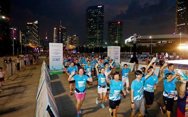 广州天体30周年千人荧光欢乐夜跑活动