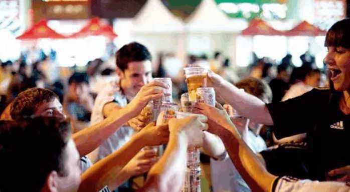 参加大型酒会晚会活动的行为准则